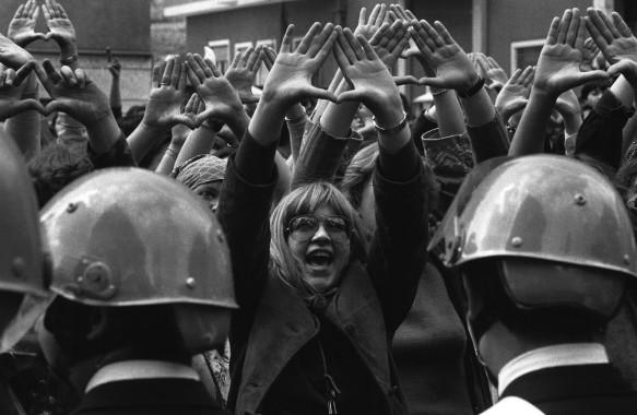 Manifestazione davanti al Tribunale per il processo ai violentatori di Claudia Caputi.