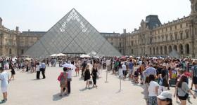 Louvre da record