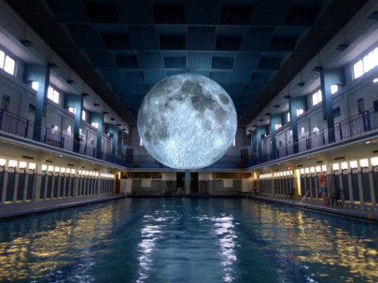 0.Museum-of-the-Moon-at-Tombees-de-la-nuit-Rennes-561x420