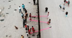 altalene-rosa-muro-usa-messico-1